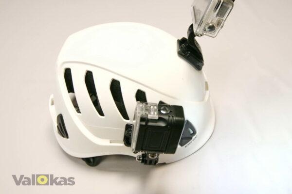 Action kameran videovalo Pezl kypärässä.