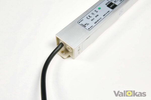 24 voltin jännitelähteen tulojohto ja kiinnitys