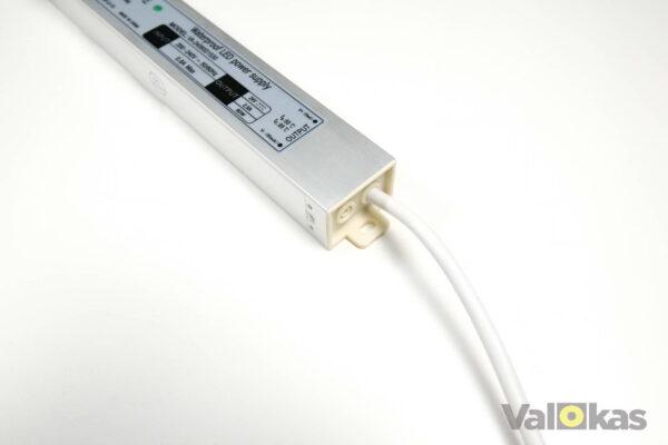 24 voltin jännitelähteen kiinnitys ja lähtöjohto